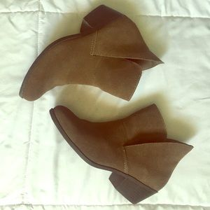ME TOO women's Zena Ankle booty size 7